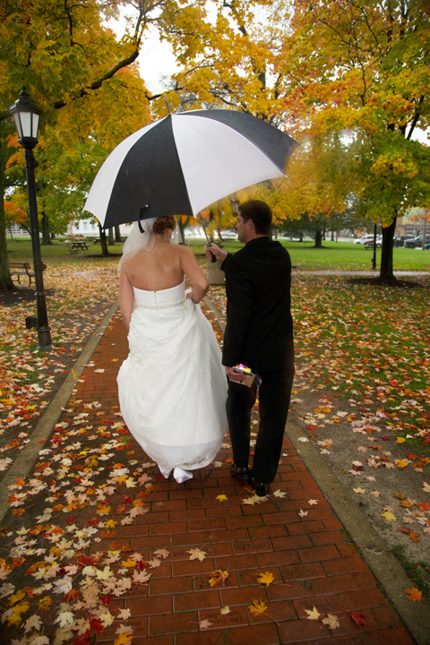 bride and groom with umbrella on their rainy wedding day in Chardon, Ohio